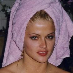 Celebrity Moms, Celebrity Style, Anna Nicole Smith, Becoming A Model, Popular People, Brown Eyed Girls, Sarah Michelle Gellar, Christina Aguilera, Vintage Glamour