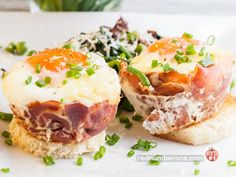 Eggs Baked in Ham Cups. Eggs baked in ham cups garnish with green peas fried with spinach and sun-dried tomatoes. Egg Recipes, Pork Recipes, Brunch Recipes, Breakfast Recipes, Smoked Ham, Tasty, Yummy Food, Piece Of Bread, Baked Eggs