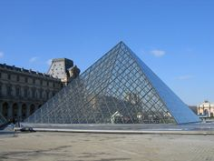 Pyramide a l'ouvre