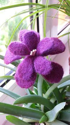 DIY Kvetinka z ruzove plsti