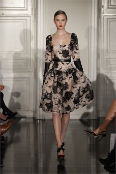 Emilia Wickstead Londra - Collections Fall Winter - Shows - Vogue. Prince Charles, High Fashion, Fashion Show, Fashion Design, London Fashion, Women's Fashion, Fashion Weeks, Ladies Fashion, Queen
