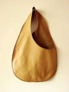 BONNIE CASHIN for COACH Body Bag Sac TAN Leather RARE Museum Archive Piece VTG #BONNIECASHINforCOACH #FlatHoboSac