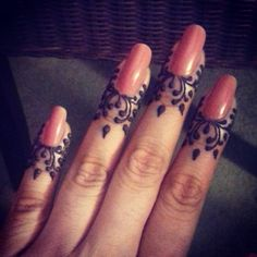Front finger mehndi design easy diy try this Foot Henna, Henna Body Art, Hand Mehndi, Henna Designs Feet, Mehndi Designs For Fingers, Henna Tattoo Designs, Finger Henna Designs, Mehndi Tattoo, Tatoo