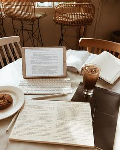 A delicious breakfast is important for success! College Motivation, Work Motivation, Study Desk, Study Space, Studyblr, College Aesthetic, Study Room Decor, Study Organization, Pretty Notes