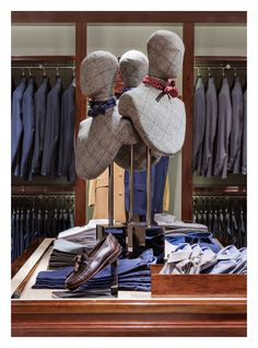 Fun way to display exclusive ties // Massimo Dutti Flagship Store. Serrano 48, Madrid