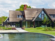 Modern landhuis © Building Design Architectuur Garden Architecture, Architecture Design, Different House Styles, Dutch House, Archi Design, Roof Styles, Thatched Roof, Mansions Homes, House Roof