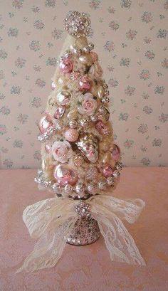 Pink Christmas Tree, Noel Christmas, All Things Christmas, Christmas Wreaths, Vintage Christmas, Victorian Christmas Tree, Christmas Villages, Silver Christmas, Christmas Christmas