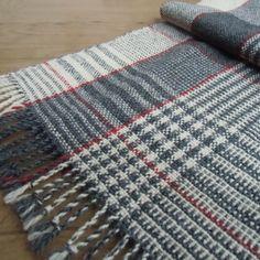 〖さらに☆SALE〗手織り・いろいろチェックのマフラー