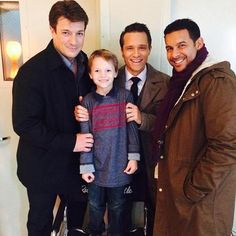 Nathan Fillion, Seamus Dever, and Jon Huertas with a young fan.