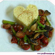 veganes Spargel-Trikolore das schnelle Spargel-Trikolore besteht aus grünem Spargel, Tomaten und Champignons und passt hervorragend zu zB CousCous vegetarisch vegan laktosefrei