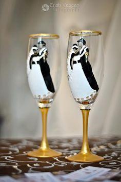 Wedding glass Wedding Decorations, Wedding Ideas, Champagne, Tableware, Glass, Weddings, Dinnerware, Drinkware, Tablewares
