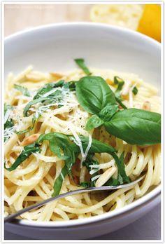 Pasta mit Knoblauch, Parmesan und Zitrone