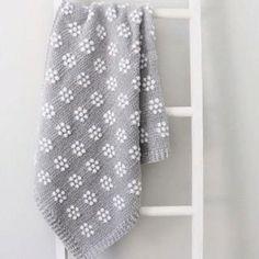 Вязание для мам и малышей (@1001.petelka) • Фото и видео в Instagram Puff Blanket, Farm Crafts, Unique Crochet, Crochet Blanket Patterns, Knitted Blankets, Velvet Flower, One Color, The Row, Free Pattern