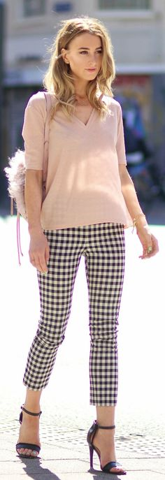 Queen Of Jet Lags Blush V-neck Sweater Gingham Crop Pants Black Sandals Fall Inspo