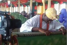 OoduaRere.com's Take on the New Oooni Of Ife ( Re Abomination: Ooni bowing down for Jesus) - Ọmọ Oódua