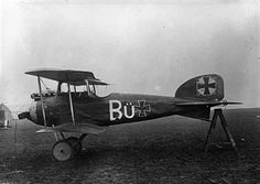 A German Albatross D1 scout bi-plane used by The Red Baron's 'Flying Circus', captured by the British. Pin by Paolo Marzioli