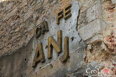 Wszechobecne ślady wojny domowej | Mostar - Bośnia i Hercegowina || http://crolove.pl/mostar-wielokulturowe-miasto-bosni-hercegowinie/ || #Mostar #BosniaiHercegowina #bih