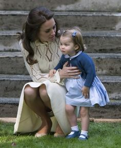 Prince William and Kate Middleton shared some pretty precious moments with Prince George and Princess Charlotte during their eight-day tour of Canada. Duke And Duchess, Duchess Of Cambridge, Princess Charlotte Pictures, Herzogin Von Cambridge, Princesa Kate Middleton, Queen Kate, Kate Garraway, Prince William And Catherine, Spice Girls