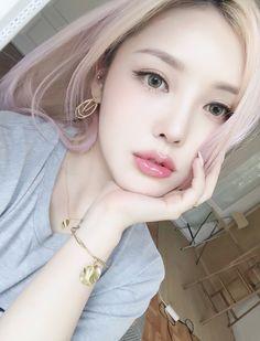 Pony Park Hye-min Korean Makeup Artist in 2020 Korean Makeup Look, Korean Makeup Tips, Korean Makeup Tutorials, Makeup Guide, Korean Beauty, Asian Beauty, Ulzzang Makeup Tutorial, Asian Make Up, Korean Make Up