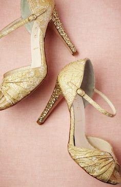 beautiful golden glittered heels http://rstyle.me/n/memxhr9te