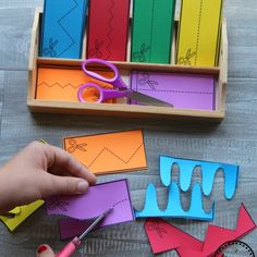 Back to school topics Best Picture For Montessori Activities kindergarten For Your Taste You are loo 2d Shapes Activities, Preschool Learning Activities, Preschool Printables, Motor Activities, Toddler Activities, Preschool Activities, Kids Learning, Preschool Cutting Practice, Preschool Centers