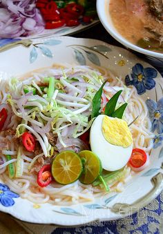 Asam Laksa Malaysian Curry, Malaysian Food, Indonesian Cuisine, Indonesian Recipes, Malay Food, Asian Street Food, French Lifestyle, Laksa, Curry Dishes