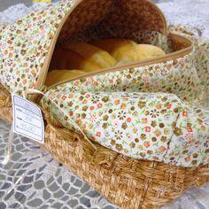 Porta pão em tecido com zíper. ateliemadrica@gmail.com