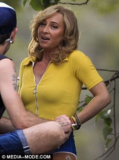 Asher Keddie lights up a cigarette as she takes a break from filming her new movie titled FLAMMABLE CHILDREN with male crew member | Daily Mail Online