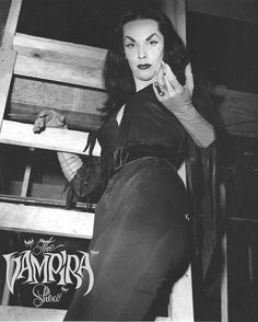 The Vampira Show / 1954 Cute Backgrounds For Phones, Vampire Pictures, Cassandra Peterson, Carolyn Jones, Yvonne De Carlo, Gothic Culture, Maila, Old Movie Stars, Classic Monsters