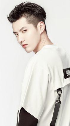 Esse olhar atraente, envolvente... ❤❤❤ Esse rosto PERFEITO. ❤ Wu Yifan