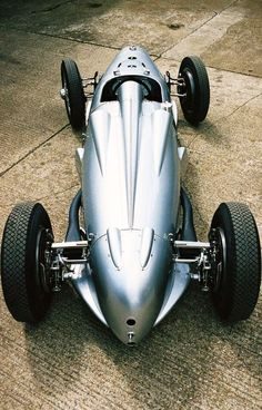 Here's your Car Porn of the Day: an Auto Union Type C, 1937.
