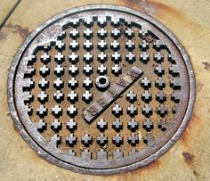 Google Image Result for http://3.bp.blogspot.com/_Gb4NmAd9gS8/TGc7mNkVzYI/AAAAAAAABRE/FxX3Ct2vD7E/s1600/manholecover03.jpg