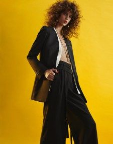 Antonina Petkovic is back in the spotlight once again for the March 2016 issue of Vogue Mexico. The Serbian model wears eclectic looks from the spring collections photographed by Hunter & Gatti. Stylist Valentina Collado selects the punchy designs of Prada, Max Mara, Gucci and other labels for the glossy spread. For beauty, hair stylist …