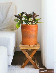 Conheça o ateliê da marca Noni SP, que produz peças de cerâmica artesanais. O espaço foi adaptado no apartamento alugado da designer.