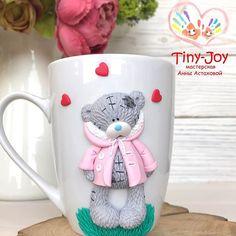День продуктивныйВыдам номерки, чашка кофе и снова за работу (1300₽) #мишка #медведь #тедди #кружкасдекором #кружканазаказ #декоркружки #хэндмэйд #лепка #своимируками #fimo #handmade #polymerclay #clay #кружка #вкусныеложки #полимернаяглина