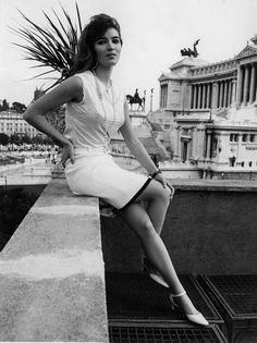 She sure liked being photographed on roofs. This might be on the roof of their Rome apartment? Bohemian Chic Fashion, Vintage Fashion, Palestinian Wedding, Talitha Getty, International Style, The Magicians, Dancer, White Dress, Couture