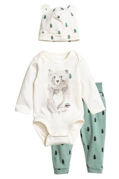 3-piece jersey set: Set with a bodysuit, trousers and a hat in soft cotton jersey. Long-sleeved bodysuit with lapped shoulders and press-studs at the crotch. Trousers with wide foldover ribbing at the waist. Hat with a sewn-on turn-up.