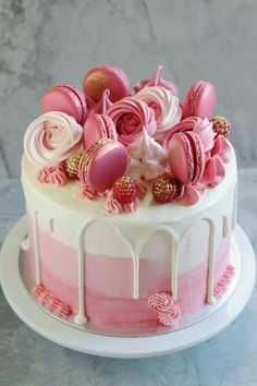 Pink baby shower cake with butter cream-È una ragazza! Torta rosa baby shower con crema al burro ombré, condita con ma… She is a girl! Pink baby shower cake with ombré butter cream, topped with macarons and me rosettes - Pretty Cakes, Beautiful Cakes, Amazing Cakes, Unique Birthday Cakes, Birthday Cakes For Girls, 26 Birthday Cake, Birthday Cake For Women Easy, Pink Birthday, Strawberry Birthday Cake