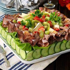 Smörgåstårta till far - Hemmets Journal Sandwich Torte, Buffet, Salad Cake, Open Faced Sandwich, Party Sandwiches, Scandinavian Food, Good Food, Yummy Food, Swedish Recipes