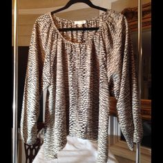 Fun flowing blouse that tappers down on the sides Looks nice with brown or black tight jeans and boots.  Very good condition and washes great. Kenar Tops Blouses