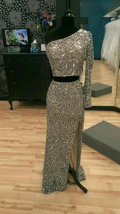 Prom Dress Princess, Two Piece One-Shoulder Sequinned Beaded Long Prom Dress, Party Dress with Front Slit, Shop ball gown prom dresses and gowns and become a princess on prom night. prom ball gowns in every size, from juniors to plus size. Prom Party Dresses, Party Gowns, Homecoming Dresses, Dress Party, Occasion Dresses, Pretty Dresses, Sexy Dresses, Beautiful Dresses, Formal Dresses