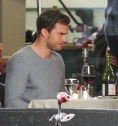 Jamie Dornan and Dakota Johnson film scenes for Fifty Shades Darker – the sequel to Fifty Shades Of Grey. Things are getting very steamy on set Fifty Shades Darker Book, Fifty Shades Movie, Fifty Shades Trilogy, Fifty Shades Of Grey, Jamie Dornan Film, Jaime Dornan, Christian Grey, Anastasia, Fifty Shades