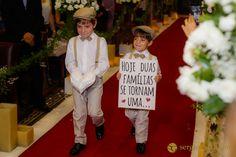 #pajens #weddingphotography #boys #children #placa #wedding #igreja #church