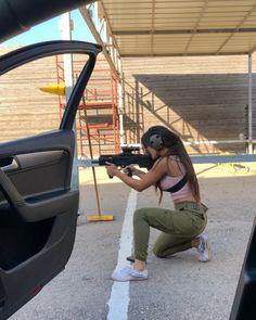 guns for women Badass Aesthetic, Bad Girl Aesthetic, Girl Photo Poses, Girl Photos, Detective Aesthetic, Gangster Girl, Boxing Girl, Military Women, Badass Women