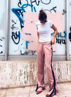 How to Wear the Athleisure Trend Athleisure Trend, Sport Chic, Sporty Outfits, Mode Outfits, Looks Style, Style Me, Pink Style, Look Fashion, Womens Fashion