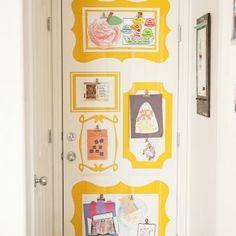 Toon de kunstwerken van je kinderen: op de deur // Kids Art Display: on door (The R House)