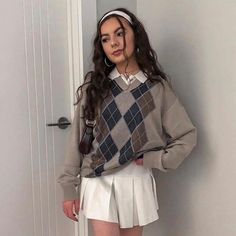 Preppy Style Sweater - M / Brown