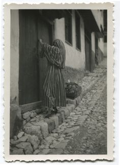 Woman in the street, © Museum of City of Sarajevo Bosnia And Herzegovina, Niqab, Historical Photos, Old Photos, Cities, Anthropologie, Nostalgia, Museum, Concept