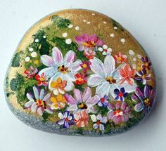 Nº44 painted pebble hand painted stone painted rock