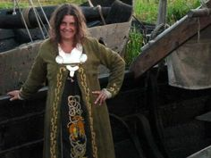 Birka coat & hangerock after pattern by Nille Glaesel, all plant-coloured and hand-sewn by my wife, embroidery on Birka coat after Mammen grave find, embroidery on forecloth after original Urnes style design by Freki Jungnickel (Wodenswolf). Note the location of the trefoil brooch.